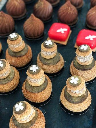Figari, France: Religieuses ... Pour les amateurs de pâte à choux et de saveurs inédites ...