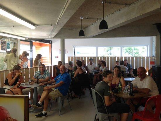 Alligny en Morvan, Francia: le café permet de se retrouver après la visite