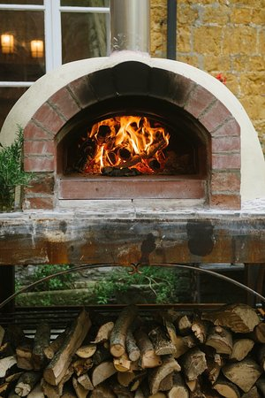 Castle Cary, UK: Woodfired oven