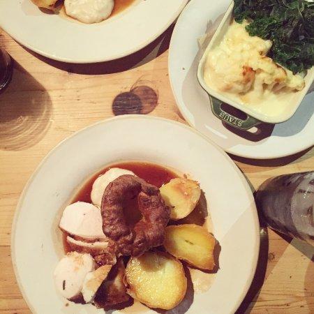 Ewen, UK: Sunday roast dinner