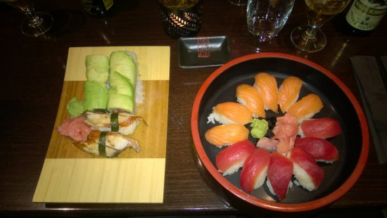 Hasselt, Belgique : Green dragon special roll, unagi nigiri and salmon & tuna nigiri combo
