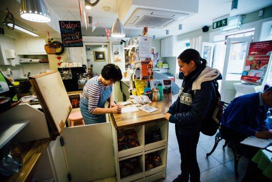 Rathcormack, Irland: Carmel the owner giving us her details