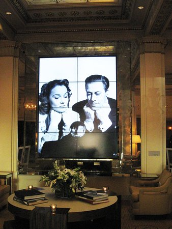 Hotel deLuxe: Bigger than life: The lobby's silver screen