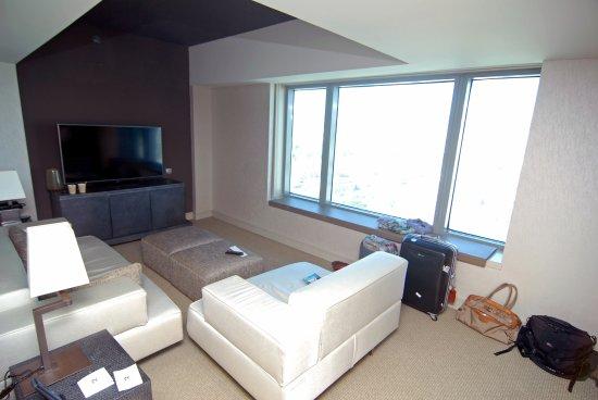 Hotel Arts Barcelona: Wohnzimmer (Suite)