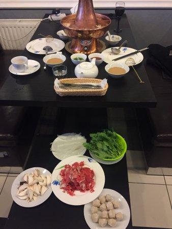 Rewelacyjne miejsce. Prawdziwe chińskie jedzenie. Przypomina mi dokładnie te, które jadłem w Chi