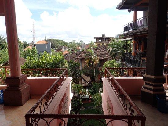 Sayong House : la vue du 2° étage entre les terrasses