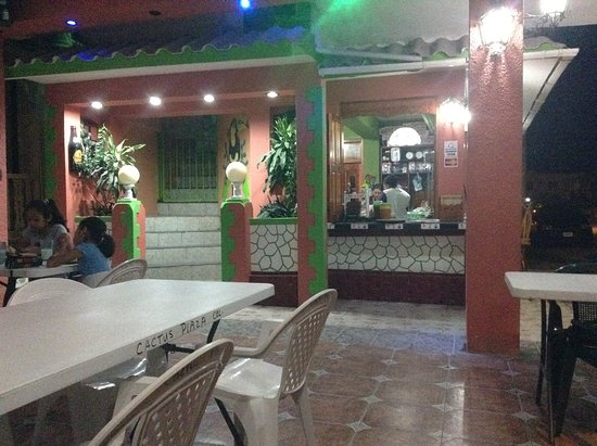Corozal, Belize: Best Mexican restaurant in town on Friday, Saturday and Sunday evenings. Inexpensive.