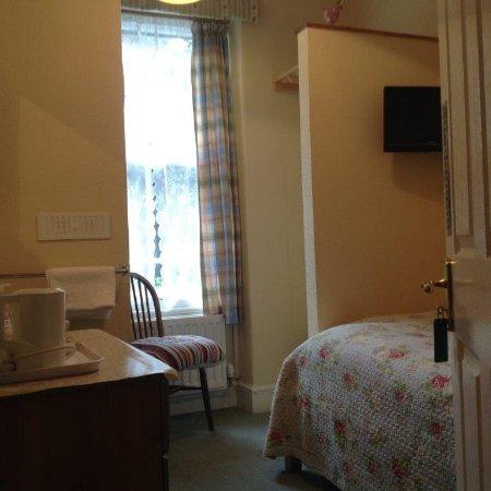 Garth Dderwen Guest House: Room 6 single