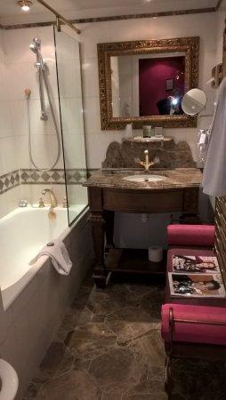 belle salle de bain dans le style de l\'hotel - Bild von Villa Royale ...