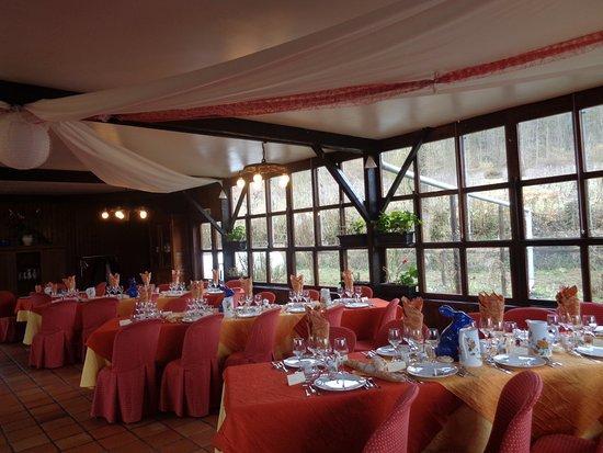 Yvetot, Francia: de jolies tables bien colorées