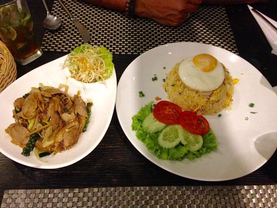 Racha Thewa, Tailandia: Our dinner...duck and crab rice