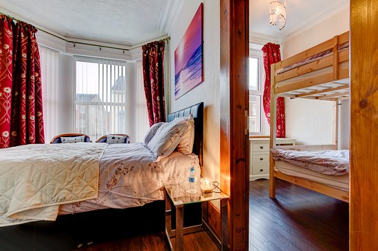 Room 5 Family Suite 1 X 5ft Bed And 2 X 4ft Bunk Beds Sleeps 4