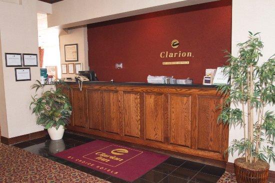 Clarion Inn: Front Desk