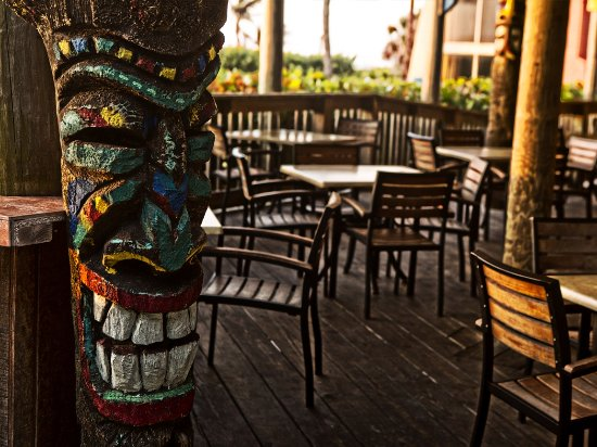 International Palms Resort & Conference Center Cocoa Beach: Tikis are located throughout the hotel's thirteen acres