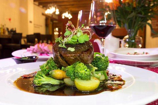Restaurante El Secreto: Filete cositilla con una buena copa de vino tinto