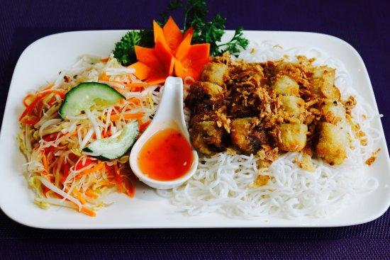 Waghausel, ألمانيا: JETZT NEU: Bun Nem. Vietnamesische Frühlingsrollen mit Salat, Reisnudeln und Knoblauchsoße.