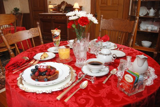 Stone-Yancey House Bed and Breakfast: Breakfast in the dining room