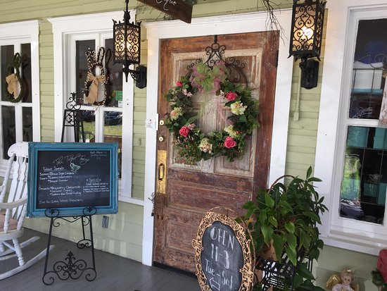 The Tilted Teacup Tea Room and Boutique: Nice