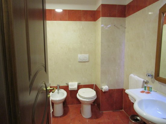 Vasche Da Bagno Doppie Prezzi : Vasca da bagno o piscina piccola foto di ulisse deluxe hostel