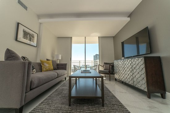Fortune house hotel suites desde s 404 miami fl for 185 se 14th terrace