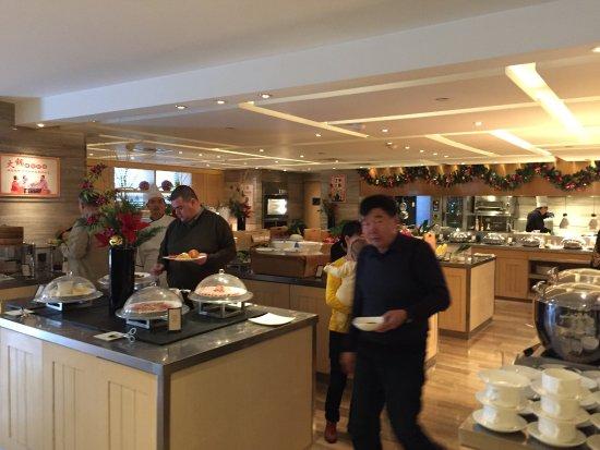Hilton Beijing Wangfujing: Breakfast Room Beijing Hilton-  Nice Selection