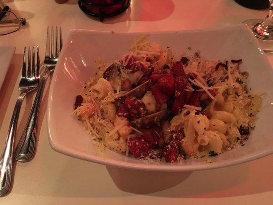scratch restaurant and rain lounge: Seafood mac and cheese (actually fusilli pasta)