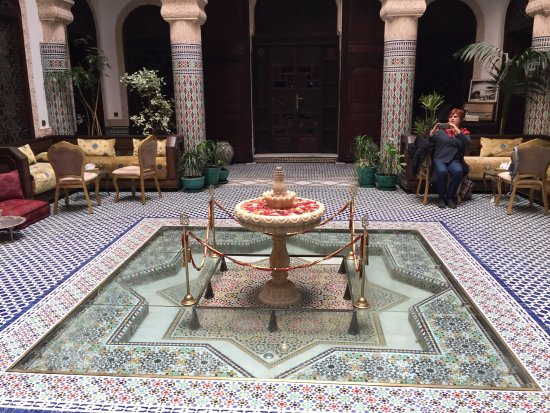 Riad Salam Fes: Central courtyard