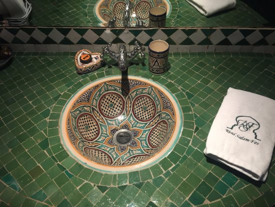 Riad Salam Fes: Lovely mosaic sink