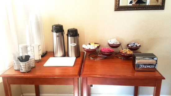 Nevada City Inn: Free coffee for breakfast