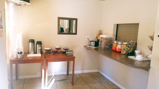 Nevada City Inn: Complimentary Breakfast in the Morning