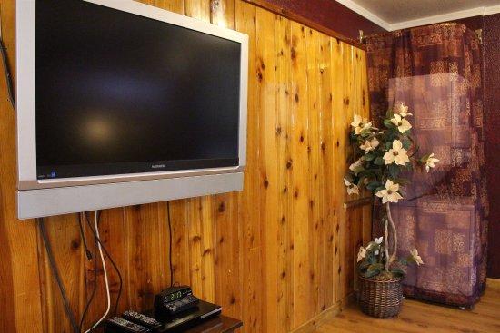 Kernville, كاليفورنيا: 201: Honeymoon Suite (King & Sofa Bed + Living Room & Full Kitchen)