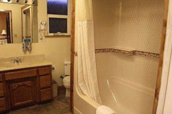 Kernville, كاليفورنيا: 202: Cabin (Queen & Double + Sofa Bed & Private Patio)