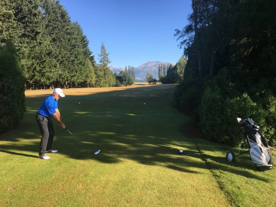 Methven, Nieuw-Zeeland: 2nd tee with Mt Hutt in background