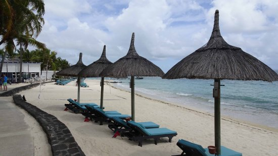 Constance Belle Mare Plage: Beach in front of rooms