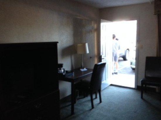 오크스 호텔 오버루킹 더 폴스 이미지