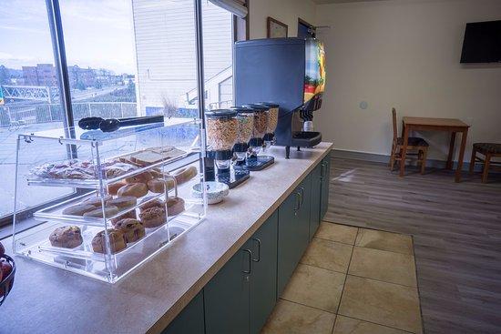 Clackamas, Όρεγκον: Continental Breakfast Service
