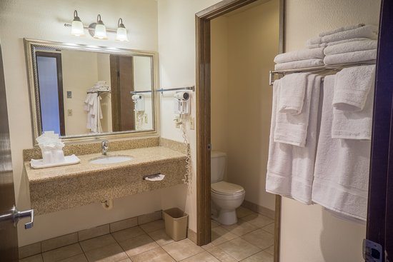 Clackamas, OR: Newly Updated Bathroom