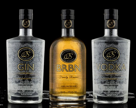 Vernon, Canadá: OUr Vodka is made 100% from apples. Part of the Family Reserve line; Vodka, Gin and BRBN.