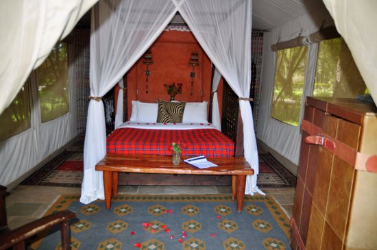 Fairmont Mara Safari Club: The tent is bigger than it looks here - but so luxurious!