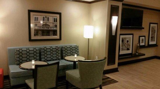 Manheim, Пенсильвания: Lobby/breakfast area. Brand new!
