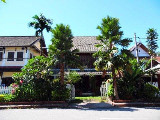 Chaluenxay Villa