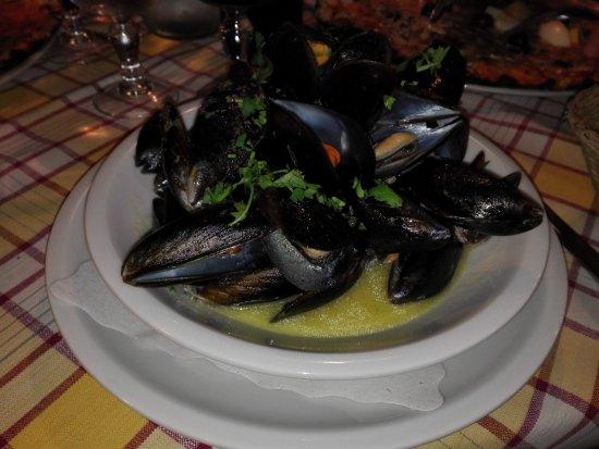 Trattoria il Tettarello: Mejillones en salsa marinera (sin más)