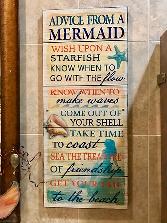 Chill Restaurant & Bar: Cute mermaid bathroom!