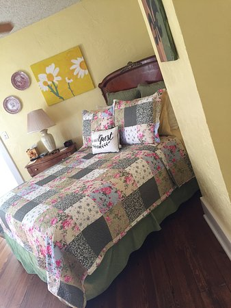 Holmberg House Bed and Breakfast: Garden Suite
