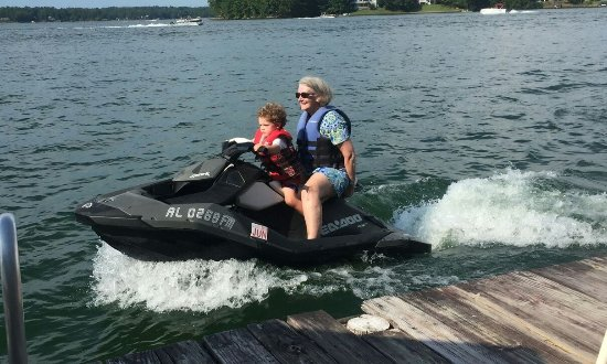 Dadeville, Αλαμπάμα: riding a jet ski with my great-nephew!