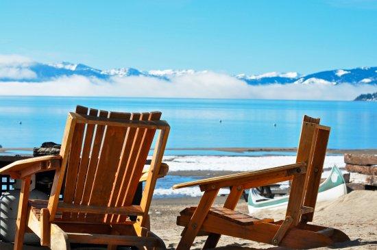 Tahoe Vista, CA: Beach next to the resort.