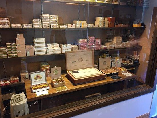 George Town, Grand Cayman: Old Havana Cigars