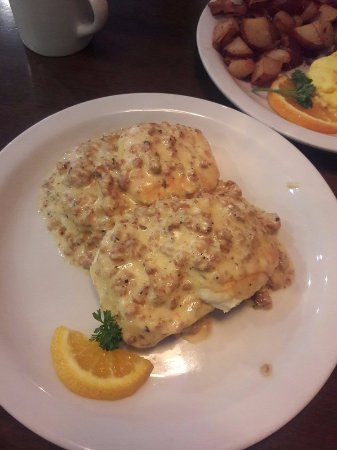 Captivating Evanu0027s Kitchen: Biscuits And Gravy