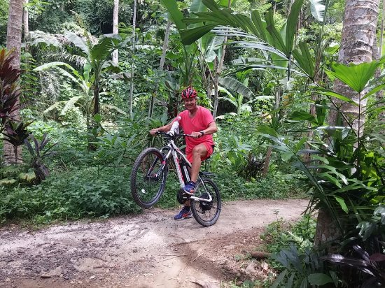 Green Bikes Bali e-bike tours: My Hubby mucking about, as usual!!