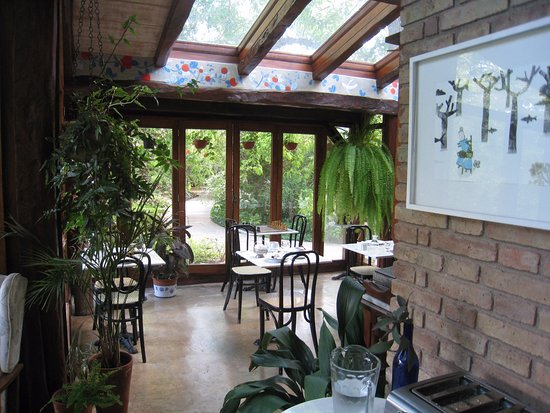 Casa Glebinias: Breakfast area overlooking the gardens